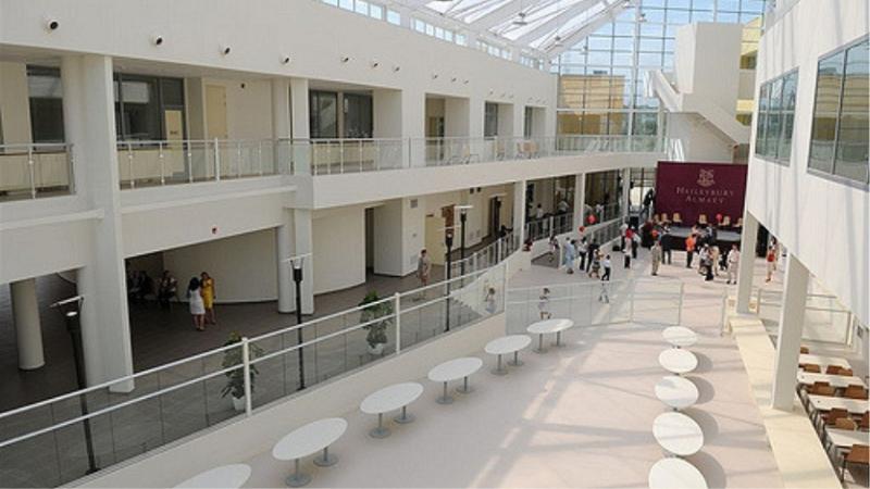 фото - Школа Haileybury Almaty